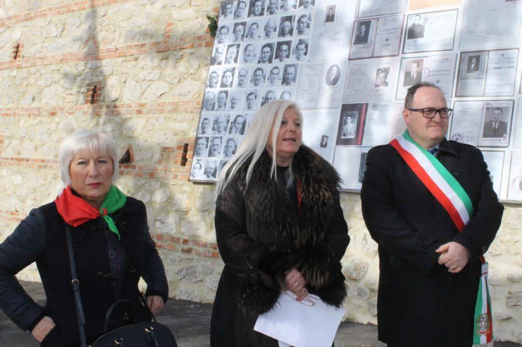 Palazzo Tilli, il cammino della memoria - prima tappa - da dx il sindaco Tiberini, Antonella Allegrino e Piera Della Morgia02