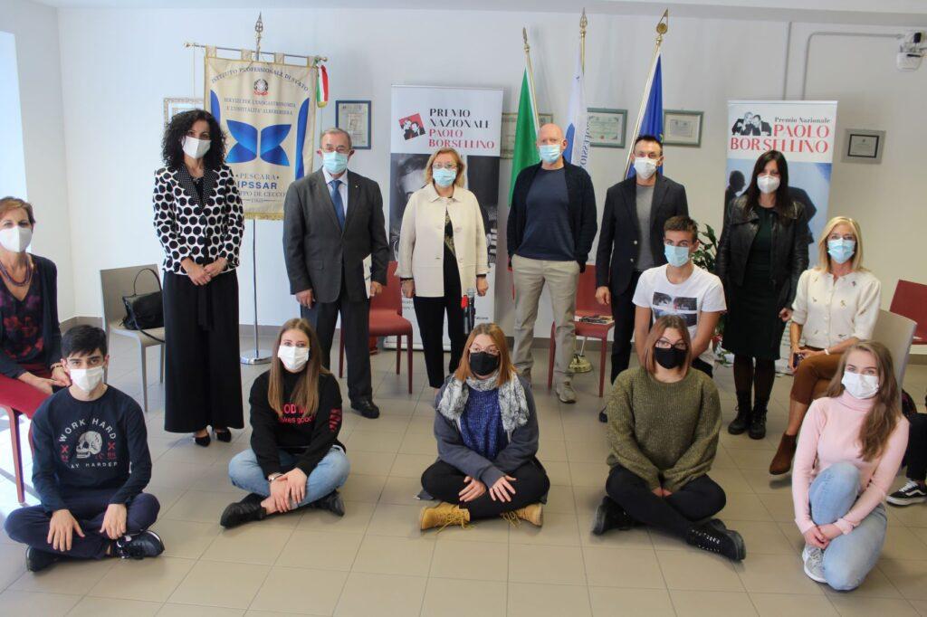 Foto di gruppo con generale Pellegrini2